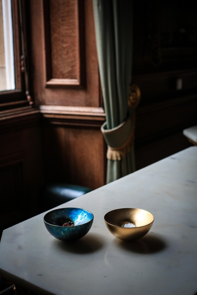 Adi Toch, 'Pinch of Pepper', 2017, silver, anodised, spun, raised and fabricated and 'Pinch of Salt', 2010, silver gilt, spun, raised and fabricated. AC ADI TOCH The Silverware Still Lives (2017) Photo - Rosalind Atkinson . Art Direction - Tasha Marks (0E7A3326-2)